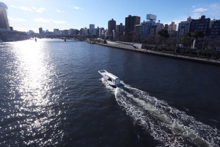 Opening the River ファスナーの船 鈴木康広